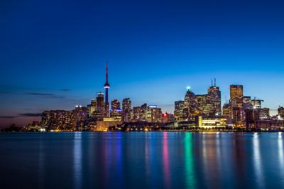 SUI (JEN)ERIS PHOTOGRAPHY - Polston Pier View - Mono Toronto, Ontario