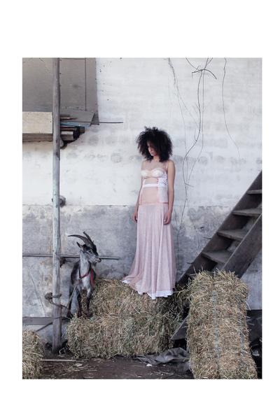 Catarina Ferreira - Projecto de Fotografia | ESAD: - Roupa: Elisabeth Teixeira - Modelo: Rita Neves | Photography Project: - Clothe by: Elisabeth Teixeira - Model: Rita Neves