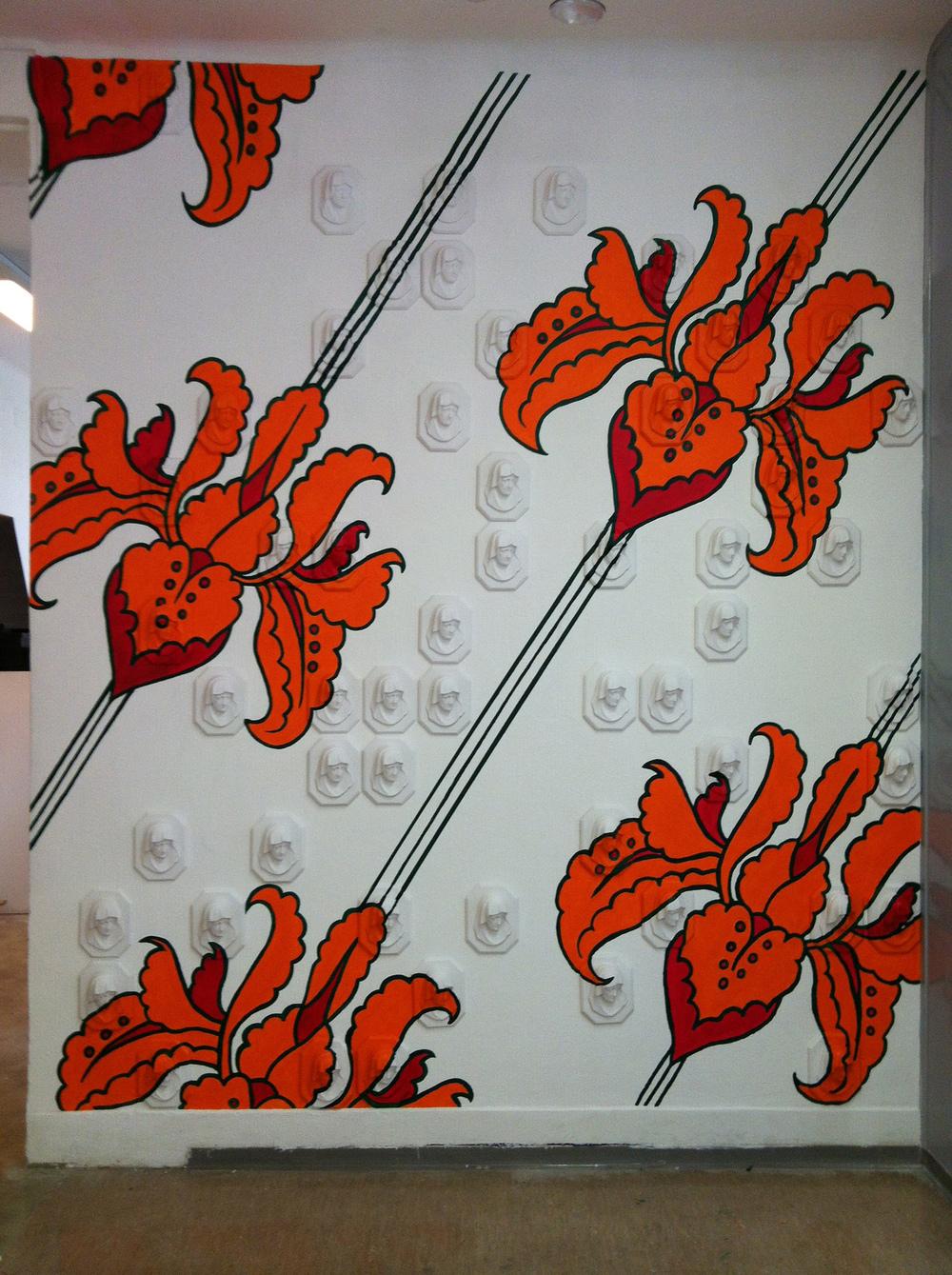 Luana Cruciato - Madone 58 moulages en plâtre et peinture acrylique 300cm x 195cm ECAV, Sierre 2012