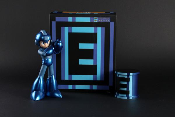 miguelwilson - Mega Man Statue with E-Tank