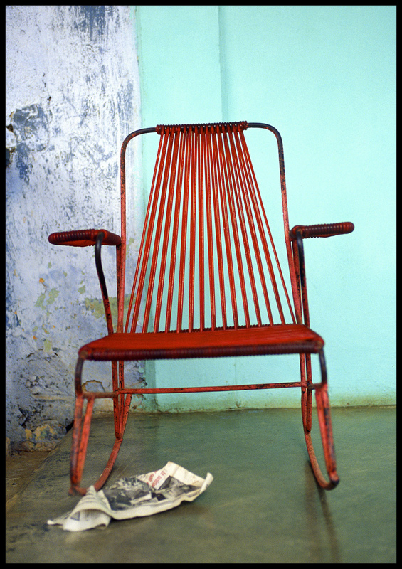 linda cartridge photographer - Chair-1 C print Open Editions in 30x40 cm