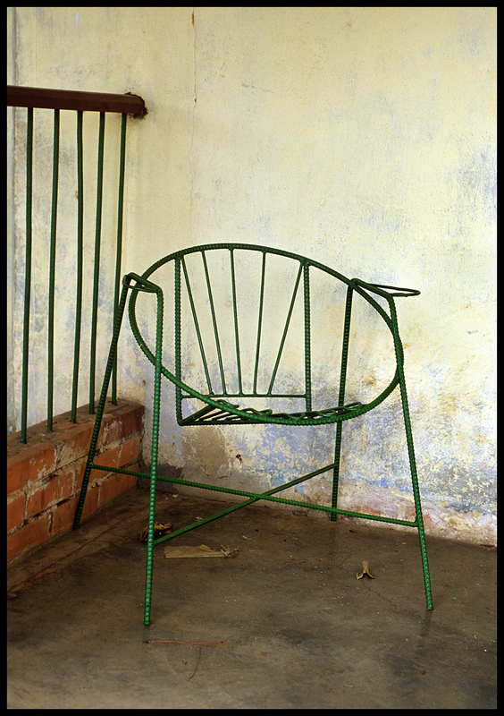 linda cartridge photographer - Chair-5 C print Open Editions in 30x40 cm