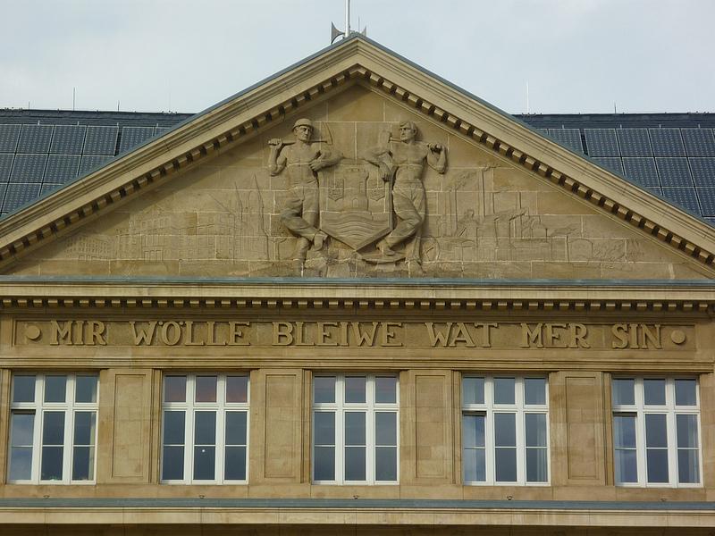 Jörg Kaspari - Landschaftsarchitekt - MIR WOLLE BLEIWE WAT MER SIN - dieser Spruch befindet sich am Rathaus von Esch-Alzette