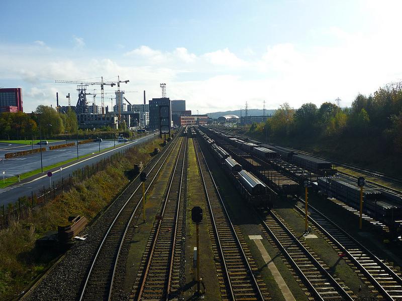 Jörg Kaspari - Landschaftsarchitekt - STEELMADE LANDSCAPE - Die Güterwagons transportieren Stahlprodukte vom aktiven Werk Arbed Esch-Belval.